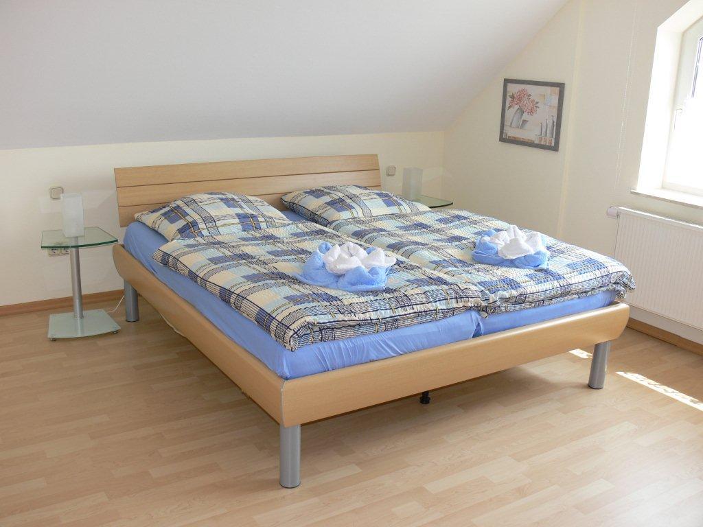21_doppelbettschlafzimmer.jpg
